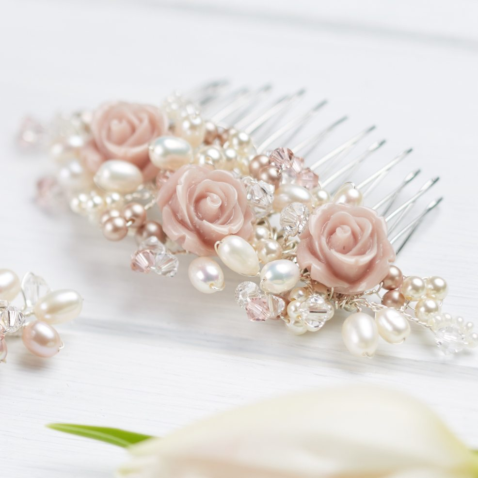 flora-wedding-comb-roses-freshwater-pearls