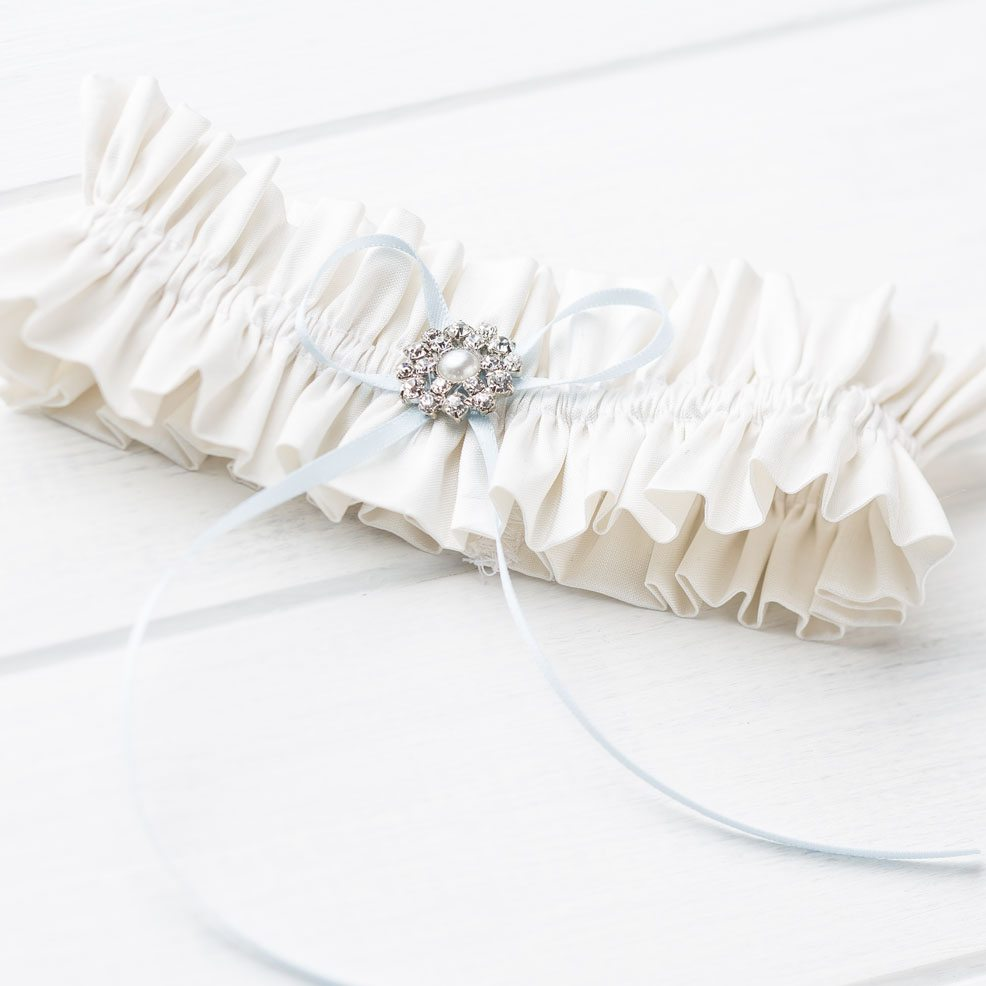 Vintage-brooch-garter-wedding-silk